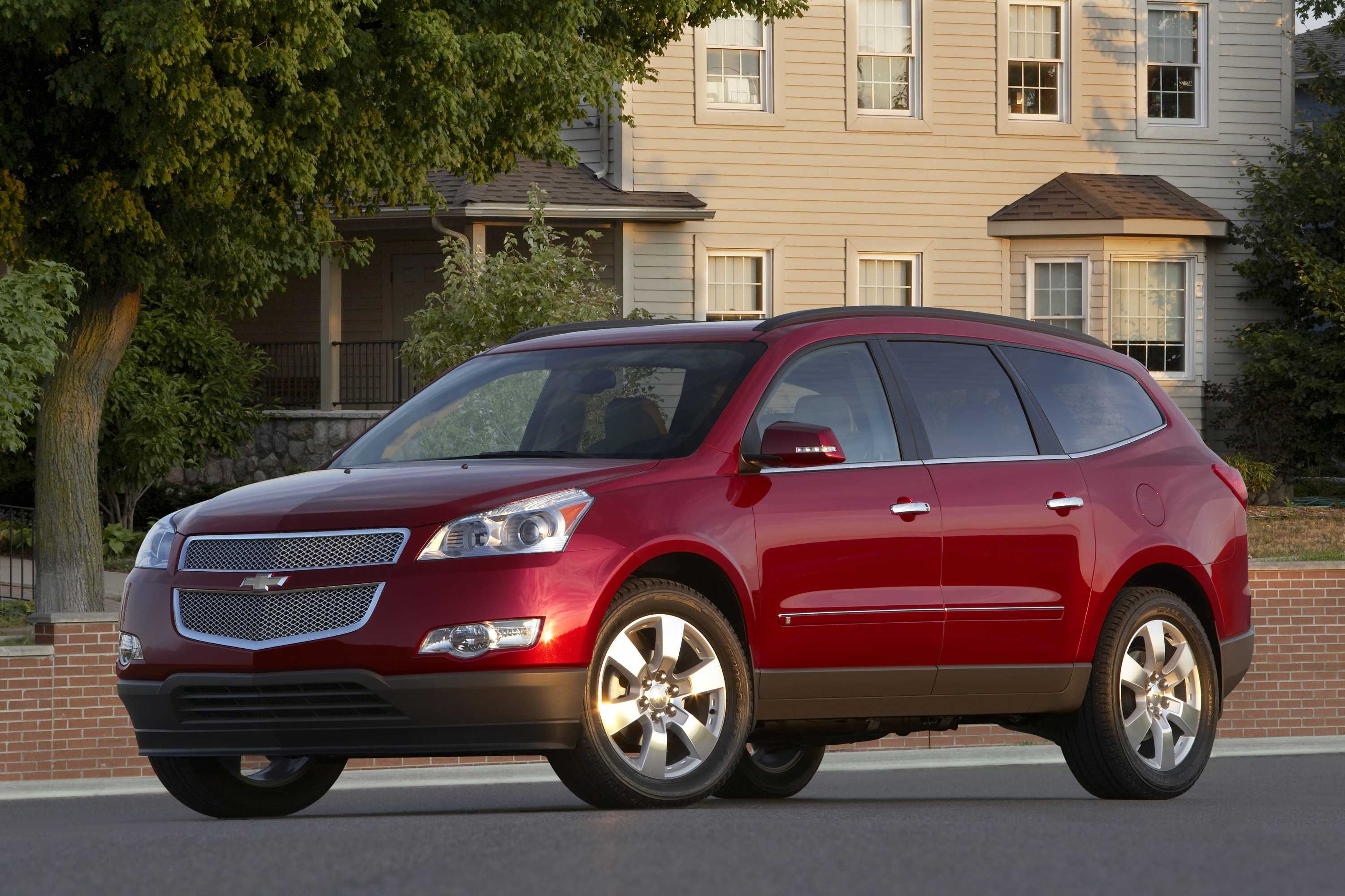 Chevrolet Suburban and Traverse Named Top 10 Family Cars by Kelley ...
