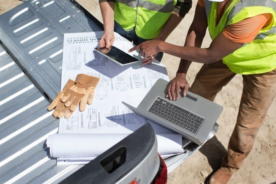 Commercial Link and OnStar 4G LTEallows workers to utilize their vehicle as a mobile office