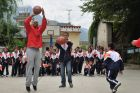 Stephon Marbury teaches Hutiaoxia Primary School students how to play basketball.