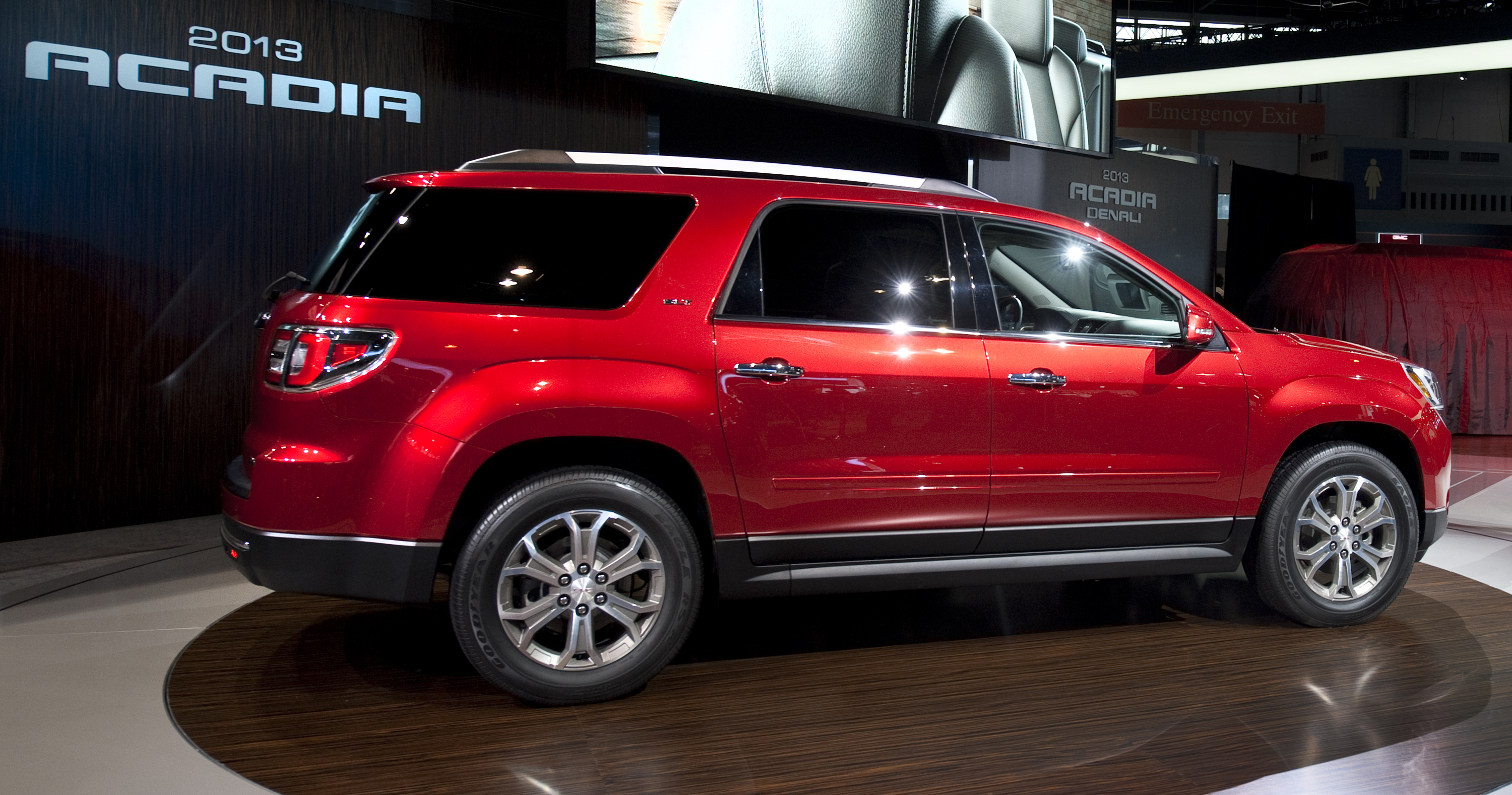 drive gmc test expert car buy review new acadia