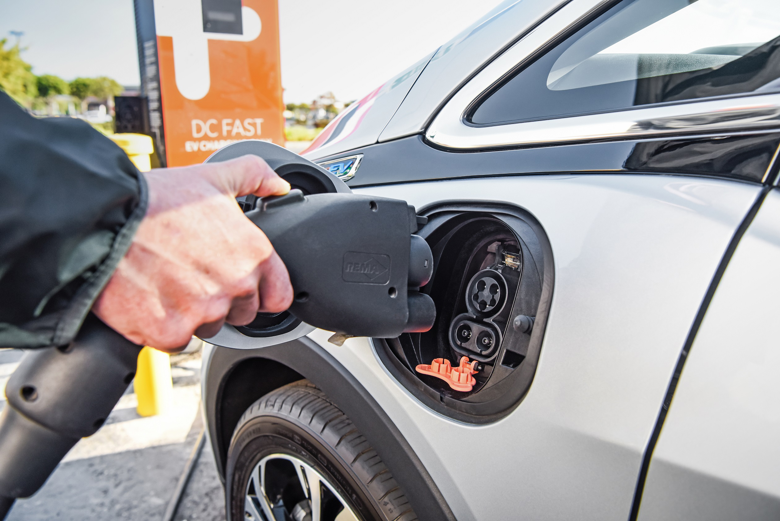 General Motors To Collaborate With Evgo Chargepoint And Greenlots Enhance The Charging Experience For Customers