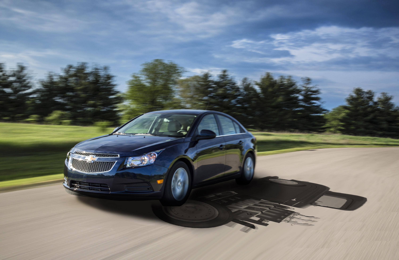 https://media.gm.com/dld/content/dam/Media/images/US/Vehicles/Chevrolet/Cars/Cruze-Diesel/2014/Product/0612-cruze-diesel-torque.jpg