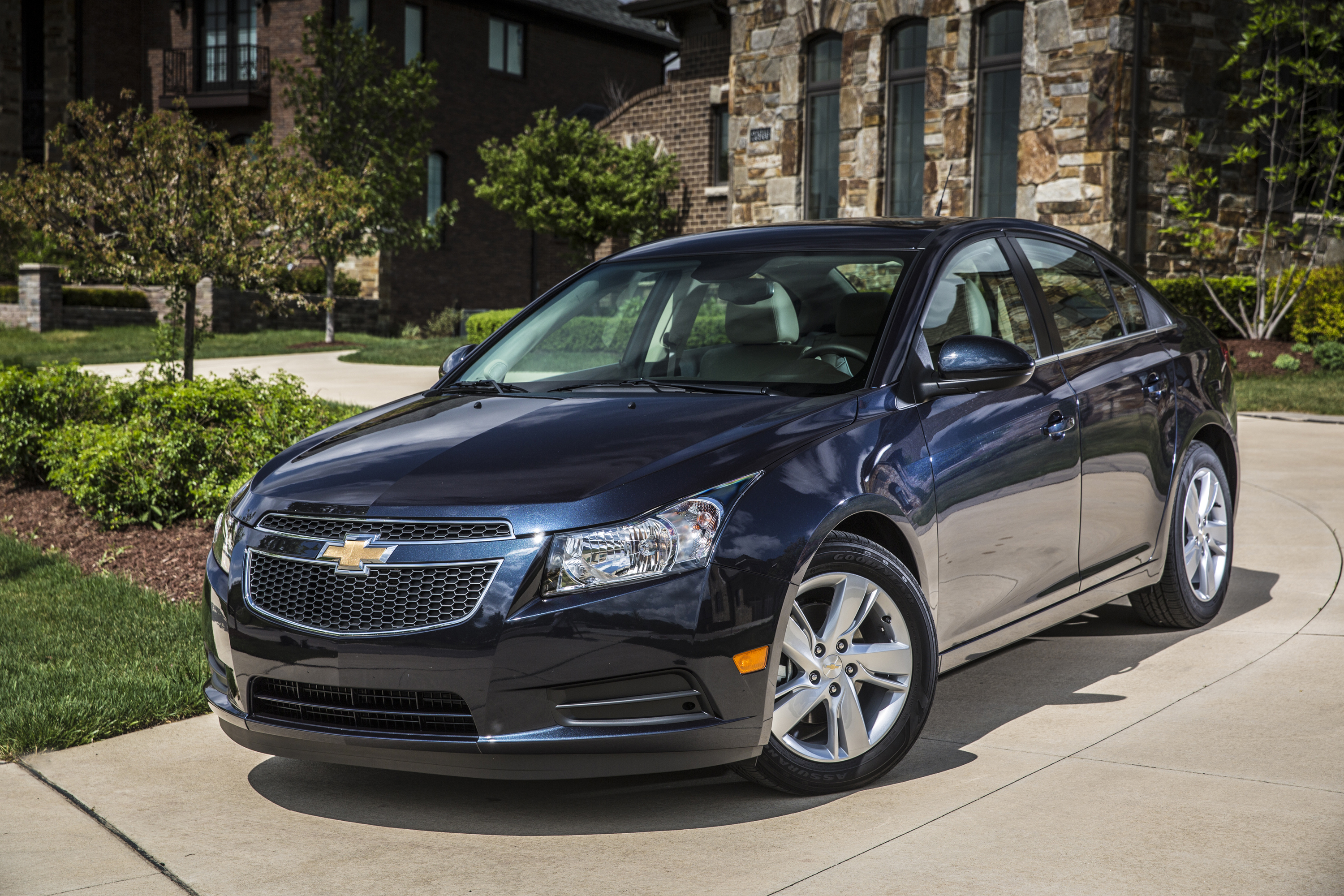 listings cruze chevrolet vehicle overview credit auto express chevy