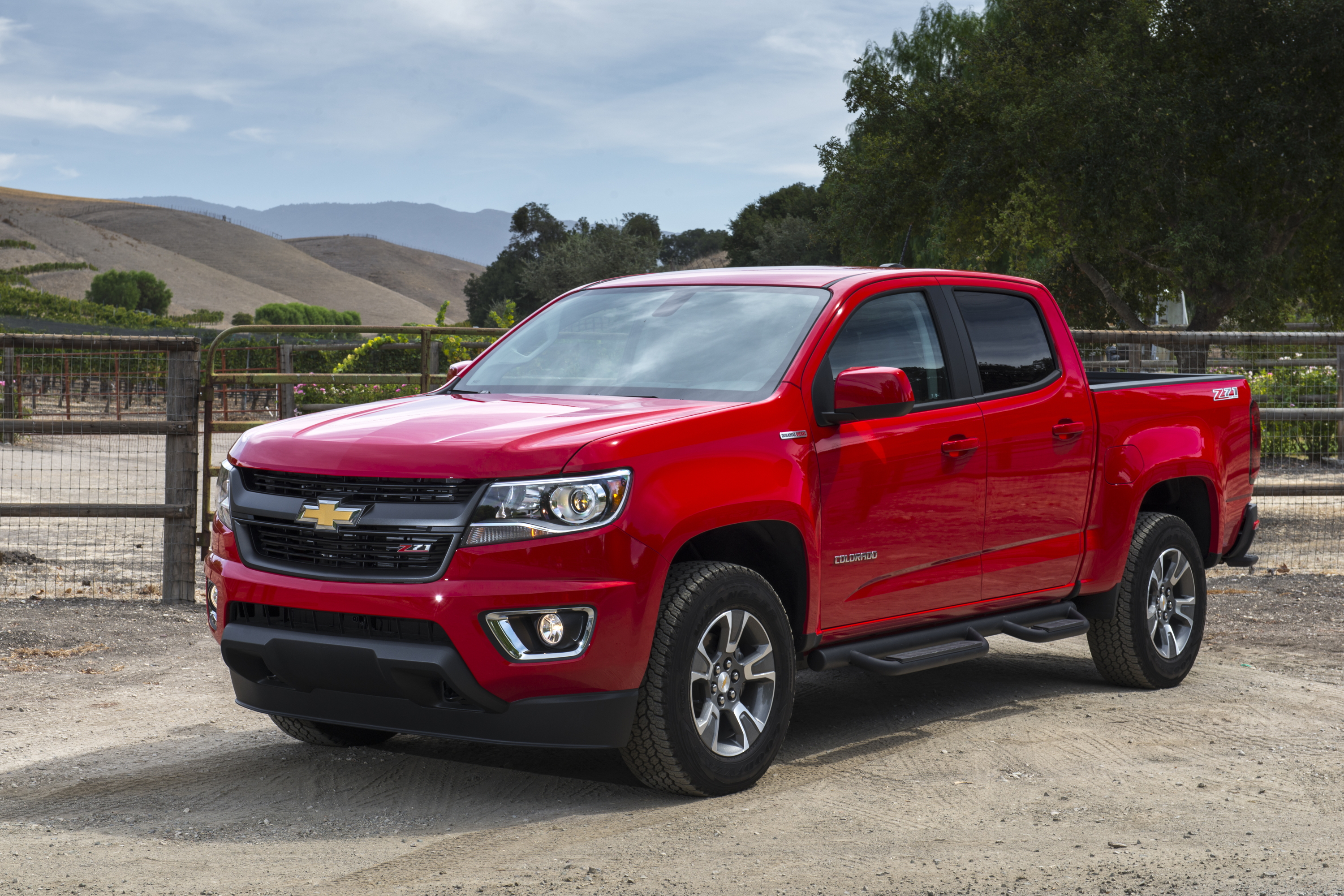 Chevrolet Camaro And Colorado Win Motor Trend 2016 Car Truck Of The Year